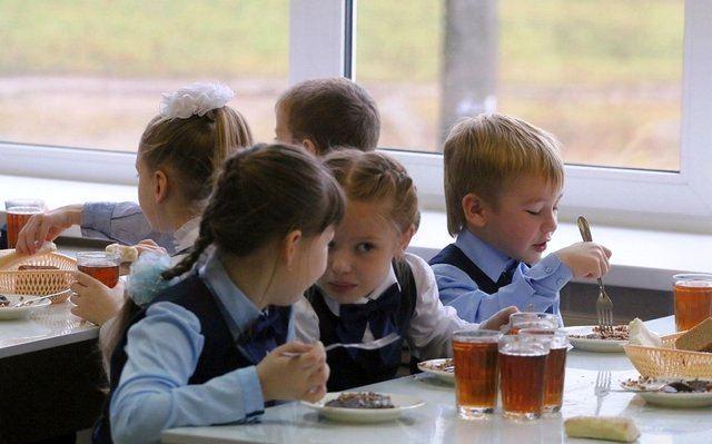 В новый учебный год со старыми проблемами: в регионах снова выявляют нарушения в сфере школьного питания